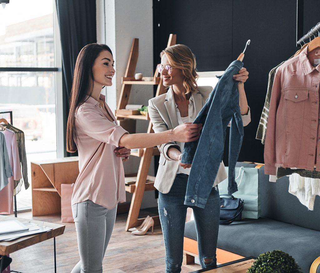 Textilgeschäft mit schöner Ladengestaltung