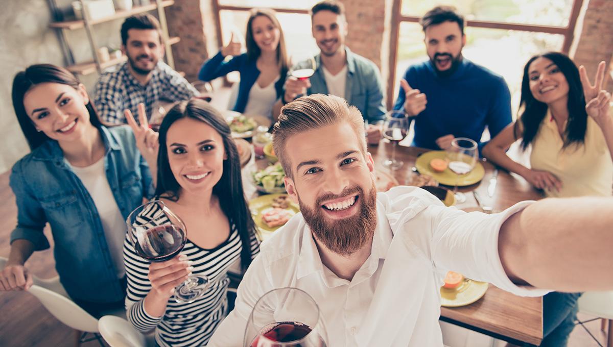 Mitarbeiter motiviert Betriebsfeier